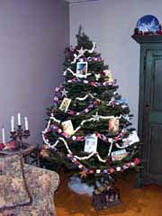 photo d'un arbre de noel décoré comme autrefois