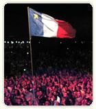 Image d'un drapeau acadien et des acadiens